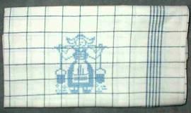 1 Geschirrtuch bestickt im Kreuzstich mit einer Wasserträgerin - Bild vergrößern