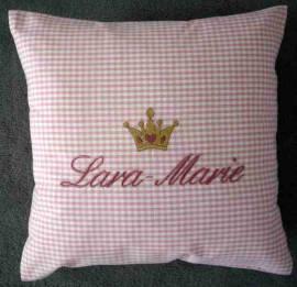 1 Kinderkissen Lara-Marie mit Krone - Bild vergrößern