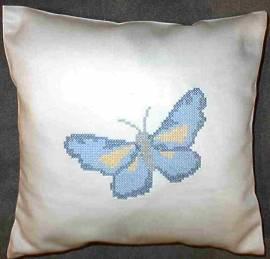 1 Kissen bestickt mit Schmetterling - Bild vergrößern